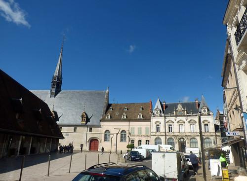 Hôtel-Dieu de Beaune and Caisse d'Epargne Beaune la Halle - Place de la Halle, Beaune