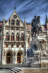 Postales de Budapest (bardaxi) Tags: budapest hungría hungary europa europe nikon hdr photomatix photoshop perspectiva contraste escultura arquitectura parlamento historia arte fachada