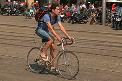 Dam - Amsterdam (Netherlands) (Meteorry) Tags: europe nederland netherlands holland paysbas noordholland amsterdam amsterdampeople candid dam centrum centre center cyclist bicyclette bicycle man homme guy backpacker urban summer été flipflops tongs legs shorts cute twink young bike vélo june 2017 meteorry