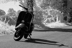 V5o (O l l i . B .) Tags: vespa ollib oliverbuchmann infrared infrarot v50 canoneos400d canonefs1018 schwarzweis sw schwarzundweis blackwhite schatten