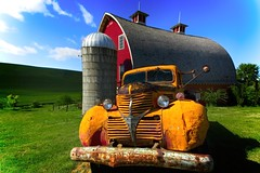 Palouse Barn and Truck (Alan Amati) Tags: amati alanamati america american usa us wa washington pacificnorthwest nw northwest thepalouse palouse barn truck farm silo spring sun rural country rusting abandoned decrepid red bluesky delapidated decaying antique agriculture colfax