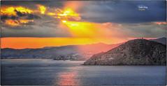 (430/17) Cuanto más lejos estoy ... (Pablo Arias) Tags: pabloarias photoshop photomatix nxd españa cielo nubes puestadesol ocaso atardecer sol agua mar mediterráneo paisaje villajoyosa benidorm alicante comunidadvalenciana
