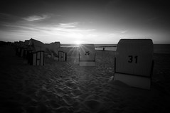 Catch the last light (ddaugenblick) Tags: zingst horizonte umweltfotofestival festival sw bw sonnenuntergang sunset ostsee baltic sea
