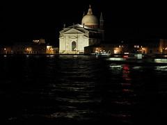 Venezia_161004_PA043243_40150 (Paolo Chiaromonte) Tags: paolochiaromonte olympus omdem5markii micro43 mzuikodigitaled40150mm128pro venezia venice veneto italia italy travel notturno nightshot nocturnes lighttrail scie