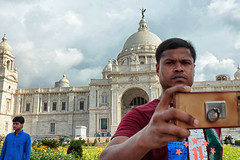 IMG_6122 (dr.subhadeep mondal's photography) Tags: streetphotography kolkata india indianstreet street people outdoor urban life mobile phone selfie canon color calcutta subhadeepmondalphotography