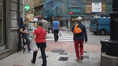 23-06-17 015 (Jusotil_1943) Tags: 230617 loteria nacional callejeando escenas urbanas gorra visera señal trafico