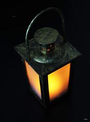 El farol (candi...) Tags: farol luz objeto iluminación fondonegro contraste sonya77