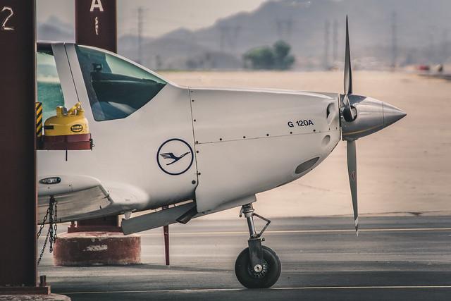 Grob 120A aerobatic
