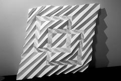 Origami ???? (Arturo-) Tags: origami dobradura corrugation squares quadrado interconnected connected joined ligados juntos papel paper light shadow luz sombra quadrados hooked attached