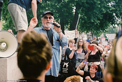 Peter Egan Speaks (Rich Presswood) Tags: keeptheban london protest fuji fujipro400h film findtherangephotography analogue colour march 290517 antifoxhunt fox bloodsport tory election availablelight voigtlander35mmf17ultron downingstreet whitehall zeissikon rangefinder