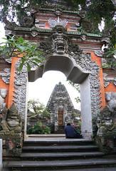 Hindu Temple (MelindaChan ^..^) Tags: bali indonesia 印尼 巴里島 temple indian chanmelmel mel melinda melindachan heritage culture religion life worship building architecture hindu people