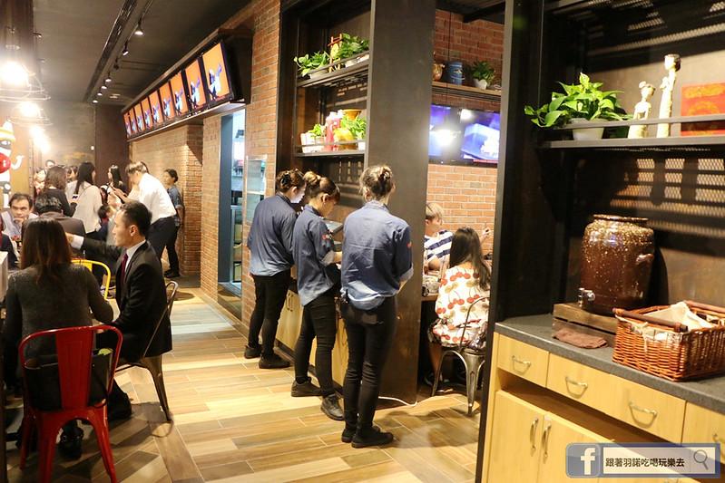 中國大陸人氣烤魚登台探魚台中公益店210