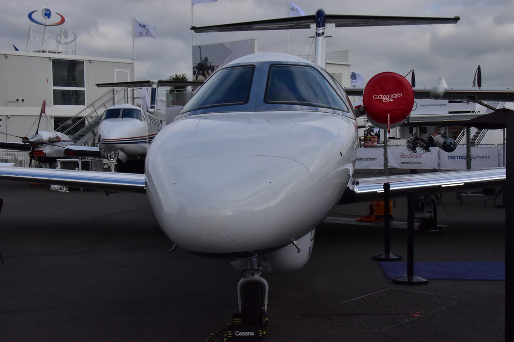 The world 39 s best photos of lebourget and salon flickr for Salon aviation bourget