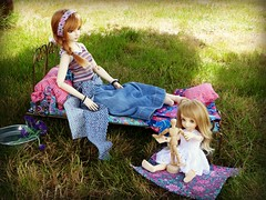 The simple life: the sisters in the garden .... (Essential Resinescence) Tags: poupee doll resin bjd mirwen feeple moe fairyland bewithyou strawberry