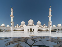 Sheikh Zayed Grand Mosque (urbanexpl0rer) Tags: mosque grandmosque seikhzayedgrandmosque abudhabi middleeast architecture muslim nopeople praying religion