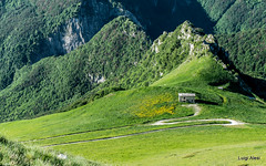 Sibillini - valle dell'Ambro (Luigi Alesi) Tags: sibillini italia italy marche macerata mnti parco nazionale national park valle dell ambro montagna mountain verde green natura nature countryside paesaggio landscape scenery fujifilm xm1 raw