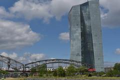 2017 Deutschherrnbrücke mit EZB (mercatormovens) Tags: frankfurt city deutschherrnbrücke eisenbahnbrücke zug ezb ostend sommer hochaus europäischezentralbank bahn grosstadt