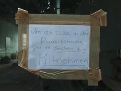 Sachen zum Mitnehmen (mkorsakov) Tags: münster city innenstadt schaufenster shopwindow zettel flyer handschrift handwriting flohmarkt fleamarket gratis umsonst forfree