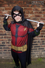 IMG_1944.jpg (Neil Keogh Photography) Tags: batman cape dc gold toppants tv jumpsuit red female utilitybelt male staff armour film mask manchestersummerminicon videogames cosplay black green cosplayer comics dccomics robin