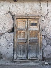 Tired door (Arturo Nahum) Tags: arturonahum chile door puerta facade vintage valparaisoregion