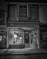 Faversham Night (Mike Hewson) Tags: faversham kent night longexposure noflash bw blackandwhite blackwhite blancoynegro noiretblanc architecture streetlight urban panasonic lumix gh5 micro43 microfourthirds mirrorless monochrome