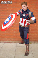 IMG_1814.jpg (Neil Keogh Photography) Tags: shield marvel theavengers stars armour cosplayers pants tv comics red female boots blue top jumpsuit film videogames wintersoldier marvelcomics cosplay black male captainamerica backpack brown white
