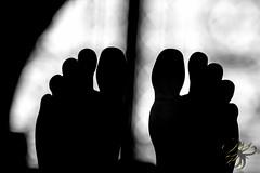 Ombre de pieds (Thierry Poupon) Tags: basilique lumière saintdenis cathédrale contrejour marbre pieds roi rois royale sculpture statue iledefrance france fr