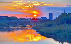Hora dorada en Expo y río Ebro, Zaragoza. (eustoquio.molina) Tags: hora dorada expo río ebro zaragoza puesta de sol