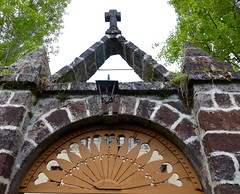 haut les coeurs (3) (canecrabe) Tags: portail coeur heart croix maison goudet hauteloire stevenson voyage