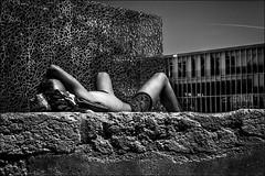 Travail au mucem... (vedebe) Tags: humain people marseille mucem mer architecture ville urbain city street rue noiretblanc netb nb bw monochrome musée provence