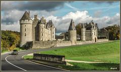 Mais que fait la police...? (Thierry Sugar) Tags: châteaux montpoupon virage 2cv descente sonya77v france médiéval