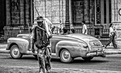 The real world (Carlos Ramirez Alva) Tags: f18 85mm canon cuba turistas poverty pobreza lahabana