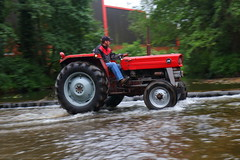 IMG_0474 (Yorkshire Pics) Tags: 1006 10062017 10thjune 10thjune2017 newbyhalltractorfestival ripon marchofthetractors marchofthetractors2017 ford fordcrossing river rivercrossing tractor tractors farmingequipment farmmachinery agriculture yorkshire northyorkshire