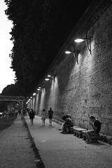 Promenade (jer.ome.afo.nso) Tags: toulouse daurade bw blackwhite light brick wall people walking chill
