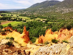 Colorado provençal (ring jm) Tags: nature mountain beautyinnature landscape tranquilscene tranquility tree outdoors day nopeople scenics physicalgeography sky traveldestinations ballade provence tadaacommunity