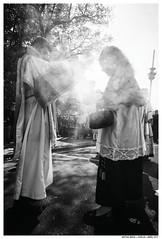 Domingo de Ramos, La Cena (Matías Brëa) Tags: contraluz religion semanasanta huelva 2017 blancoynegro blackandwhite bnw documentalismo documentary social incienso luznatural