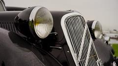 Citroën Traction Avant in detail (Eric Flexyourhead) Tags: northvancouver canada britishcolumbia bc waterfrontpark 2017 italianfrenchcarbikefestival french car citroën tractionavant citroëntractionavant detail fragment headlight headlamp yellow amber shallowdepthoffield 169 sonyalphaa7 zeisssonnartfe55mmf18za zeiss 55mmf18