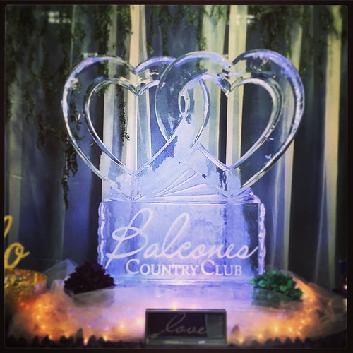 Be sure to show some #love to our friends @balconescountryclub at today's @austinweddingguide #bridalextravaganza @pectx #fullspectrumice #wedding #classiccollection #austin #atxido #icesculpture #thinkoutsidetheblocks #brrriliant #brides - Full Spectrum