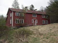 Landsverk, deserted farm (Akbe) Tags: landsverk iveland oldfarm gammelgård trehus