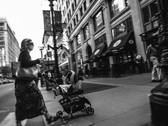 Fuji Finepix Z90 street photos 3rd week May 2017 B-W pic43 (Artemortifica) Tags: blueline cta chicago finepixz90 fujifilm fujinon lakest may michiganave state blackandwhite bridges buildings buses candid commuters downtown performance redline street trains