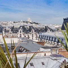Vue sur la Butte Montmartre (Bee.girl) Tags: france 2014 paris 75002 prettysimple ciel sky montmartre sacrécoeur toits roofs toitsdeparis instagram