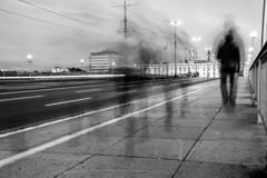 Spaziergang (Ralph Punkenhofer) Tags: donau licht schloss blauestunde donaulaende linz nacht nibelungenbruecke bw black white schwarzweiss streetphotography menschen people geister geistereffekt spaziergang gehen upper austria oberösterreich österreich long exposure langzeitbelichtungen