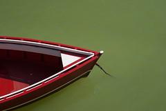 Proa (Oscar F. Hevia) Tags: asturias asturies españa luarca principadodeasturias spain valdes agua auxiliar auxiliary barca barge blanco boat green lancha mar proa prow puerto red rojo sea verde water white paraísonatural
