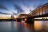 Nach Sonnenuntergang in Köln (Jörgenshaus) Tags: deutschland nrw köln rheinboulevard lzb graufilter kölner dom hohenzollernbrücke sonnenuntergang canonef1635mm14lis night cloudy