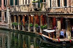 Arrivée au restaurant Il Vagon (Edgard.V) Tags: venise vénitien veneza venezia venice rstaurant ristorante restaurante il vagon boat bateau barco lancha dîner dinner jantar cena dusk crépuscule crepusculo