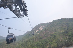 Riding the cable car to the Great Wall (shankar s.) Tags: southeastasia china mainlandchina peking beijing beijingcapitalterritory ancienthistory thegreatwallofchina greatwall badalinggreatwall juyongguanpass defenses barrier mingdynasty tourists crowd cablecar ropeway