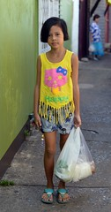 pretty girl returning from the market (the foreign photographer - ฝรั่งถ่) Tags: jun202015nikon pretty girl child plastic bag food walking khlong thanon portraits bangkhen bangkok thailand nikon d3200