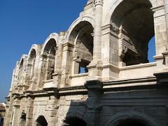Les arènes (Scratina) Tags: antiquité arles architectureromaine arènes arches