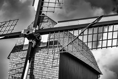 Moulin à vent de Woluwe-Saint-Lambert (andrewhardyphotos) Tags: architecture bw belgique belgium blackwhite brussels bruxelles monochrome nikond7200 sigmaapo70200mmf28exdgoshsm wsl windmill woluwestlambert moulinàventdewoluwesaintlambert