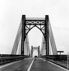 Passage. (renphotographie) Tags: analog argentique film120 renphotographie pont rolleiflex fomapan400